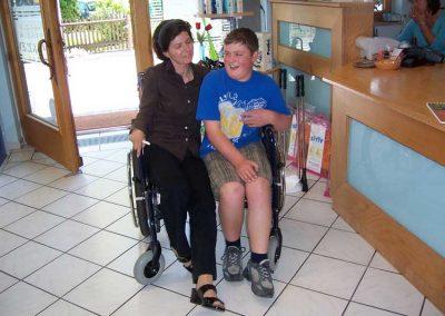 Rollstuhl in Überbreite